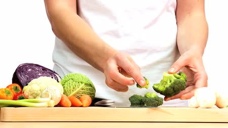 zöldségek : Delicious fresh vegetables being chopped to provide ingredients for modern healthy lifestyle food