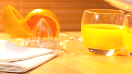 význam : Croissants & freshly squeezed orange juice full of vitamins making breakfast an important start to a day