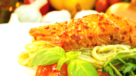 alacsony kalóriatartalmú : Delicious low cholesterol meal of pasta & fresh salmon served with salad vegetables