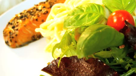 alacsony kalóriatartalmú : Delicious healthy low calorie meal of pasta & fresh salmon served with salad vegetables