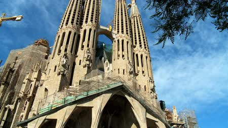 Барселона : Sagrada Familia Church in Barcelona, Spain Стоковые видеозаписи