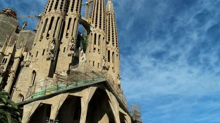 Барселона : Spires of the unusual Sagrada Familia church, Barcelona, Spain Стоковые видеозаписи