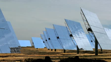 солнечный : Rows of photovoltaic solar panels producing environmentally clean energy