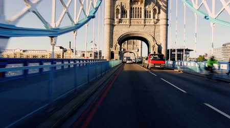 pontos : Point-of view driving on Tower Bridge road in early morning city traffic Vídeos