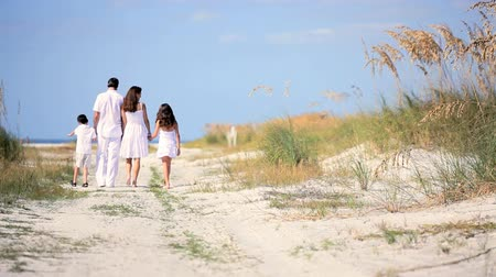 醫療保健 : Healthy young family enjoying time together walking outdoors on the beach