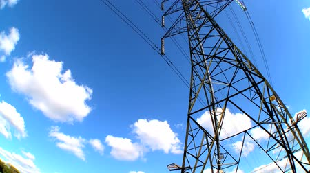 hidro : Fish-eye lens view of an electricity pylon looking skyward Stok Video