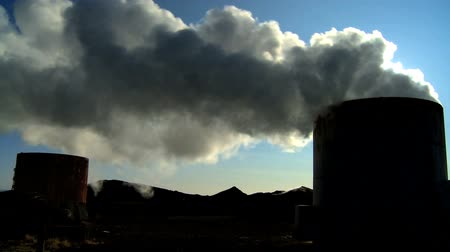 volkan : Steam from geothermal energy being piped from natural volcanic hot springs