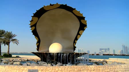 osztriga : Pearl & oyster fountain on the Corniche in Doha,Qatar