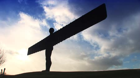 melek : Silhouette of Angel of the North in Newcastle, UK Stok Video