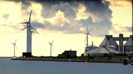efektywność : Multiple wind turbines on the coast of Denmark Wideo