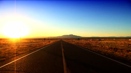 путешествие : Long straight road in Arizona, USA at sunrise