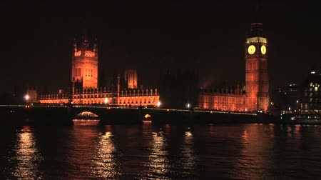 tower bridge : London skyline at night with Big Ben, Houses of Parliament, Westminster Bridge and Thames river Stock Footage