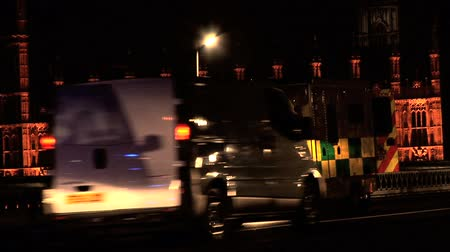 ambulância : Emergency vehicles with flashing lights at night in London Stock Footage