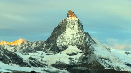 kaland : Time-lapse of the Matterhorn at sunrise, Switzerland Stock mozgókép
