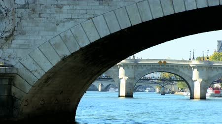 vyhlídkové : Bridge over the River Seine in Paris from sightseeing cruise