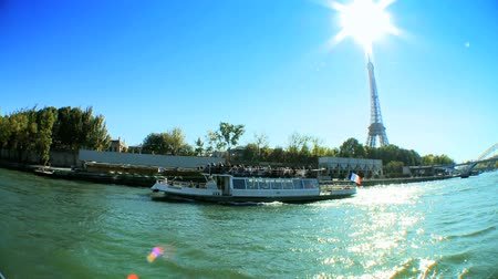 barco : Distant view of Eiffel Tower from the river Seine in Paris,France Vídeos