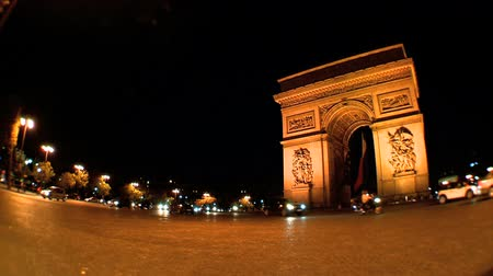 francja : Arc de Triomphe in Paris, France lit at night