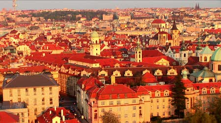 Европа : Aerial view of  coloured buildings & churches in city of Prague, Czech Republic