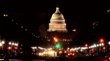anıt : A visitors view of the White House & Washington DC illuminated at night