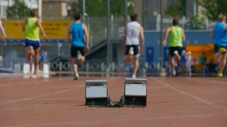 atleta : group men athletes start and run at sprint competitions at stadium