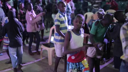 notas : KENYA, KISUMU - MAY 20, 2017: Big group of African children dancing inside together, listen music and singing. Stock Footage