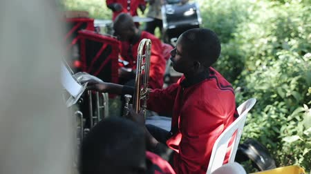 KENYA, KISUMU - MAY 20, 2017: Close-up view of african musical band, group is playing, give a concert outside. Vídeos