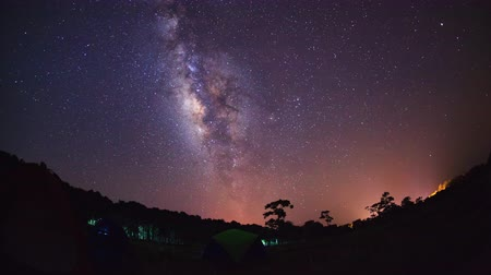 yolları : Timelapse Milky Way at Phu Hin Rong Kla National Park,Phitsanulok Thailand. Stok Video