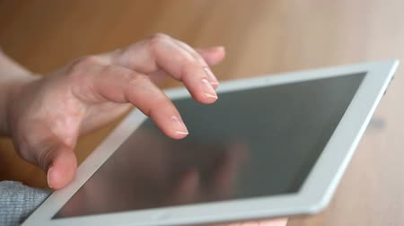 érintés : A hand touching tablet computer surface touchscreen