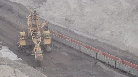 Loading rail cars bucket wheel and excavator for mining.