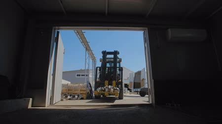 flange : Lift Truck transports the flanges to the hangar