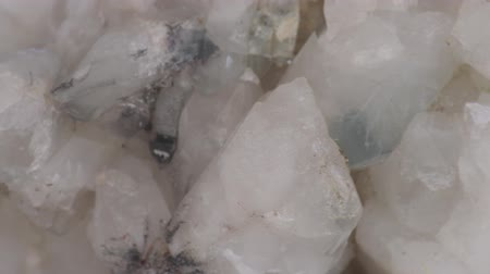 kuvars : Quartz druse with lots of white crystals, smoky quartz, molybdenite grains and manganese oxides. Stok Video