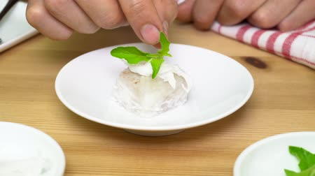 служить : Chef is decorating Coconut Jelly to serve. Coconut Jelly decoration in close up view. Food decoration.