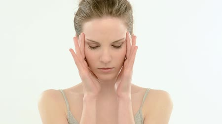 acariciando : Young woman with headache, massaging her head; Full HD Photo JPEG