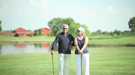 passatempo : Happy senior couple at golf course
