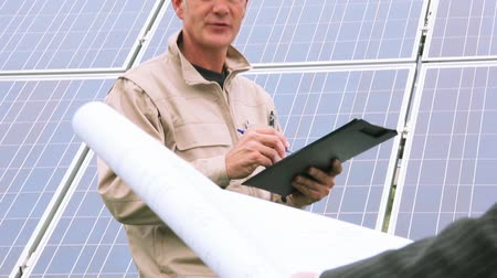 two people talking : Technician and Engineer at solar power station