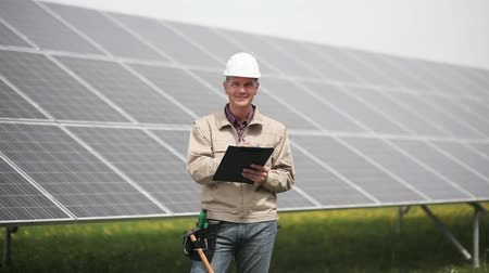 elektryk : Technician at solar power station; Full HD Photo JPEG