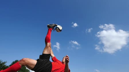 futbol topu : soccer player in a bicycle kick