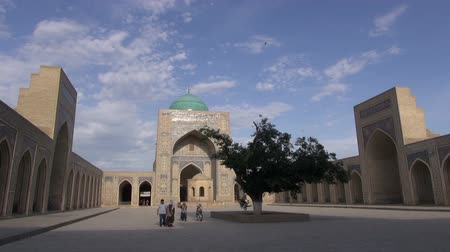 минарет : People visit the Kalon mosque in Bukhara.