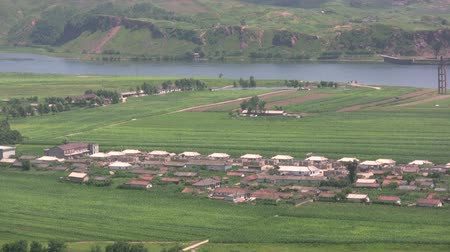 к северу : A North Korean village. Стоковые видеозаписи