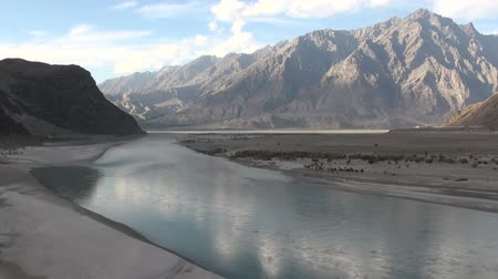 prominent : The beautiful Indus river flows through mountain scenery in Pakistan. Stock Footage