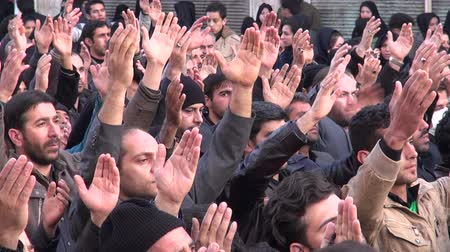 desfile : People take part in a sombre parade as part of Ashura in Iran. Stock Footage
