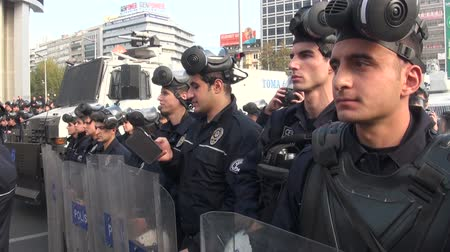 протест : Turkish police is on standby during a protest rally in Ankara.