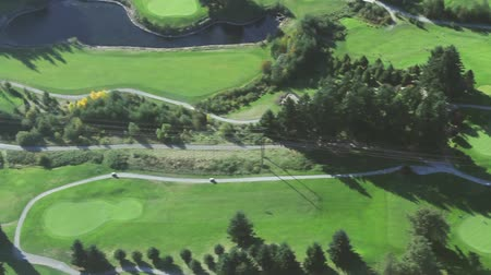 doğa arka plan : Aerial right panning view of green golf course and fairways Stok Video