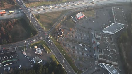 havai : Low-level small airplane view of highway in late afternoon