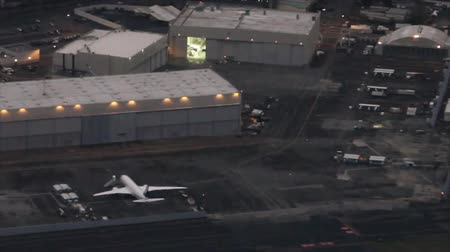 pilótafülke : Low-level view of Boeing hangar and flight test ramp in Seattle, WA