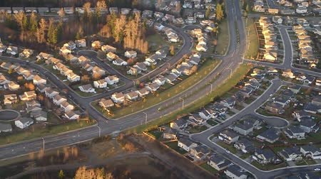 ипотека : Aerial perspective of sunlight over suburban street Стоковые видеозаписи