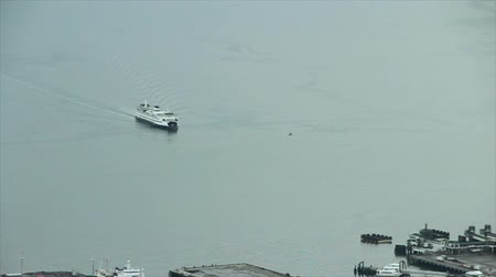 devletler : Washington State Ferry approaching dock in downtown Seattle, WA Stok Video