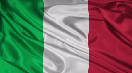 İtalyan : Italian flag: The flag of Italy waving
