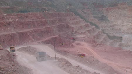 шахта : heavy mining machinery is working in an open pit mine