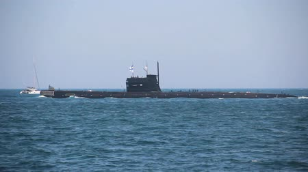 střela : Submarine out of the bay to the open sea